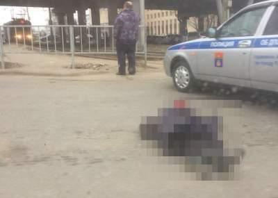 Наулице Землячки вВолгограде грузовой автомобиль MAN задавил насмерть женщину