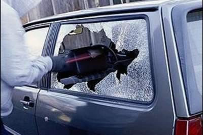 Жительница Урюпинского района кувалдой разбила машину знакомой задолги