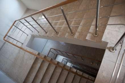 Под Волгоградом 14-летняя девочка упала сошкольной лестницы итравмировала позвоночник