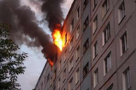 ВВолгограде вовремя пожара вдевятиэтажке сгорела женщина