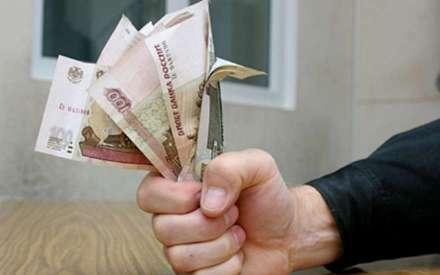 Томич задолжал неменее  90 тыс. руб.  поалиментам, пытаясь «воспитать» бывшую супруги