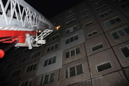 Назападе Волгограда из-за пожара вдевятиэтажке эвакуировали 15 человек