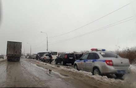 Наюге Волгограда столкнулись автобус илегковушка: погибла женщина