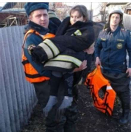 Девочка провалилась под лед взатопленном районе Волгоградской области