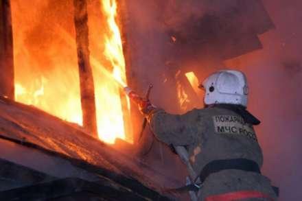 Два человека погибли впожаре вОктябрьском районе