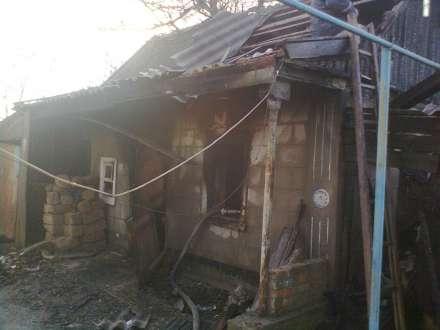 Два человека погибли впожаре влетней кухне под Волгоградом