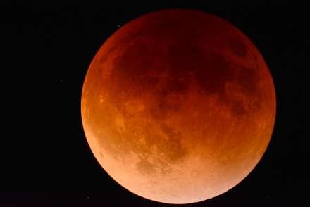 Кровавая Луна: жители Чехии увидят самое длинное затмение столетия
